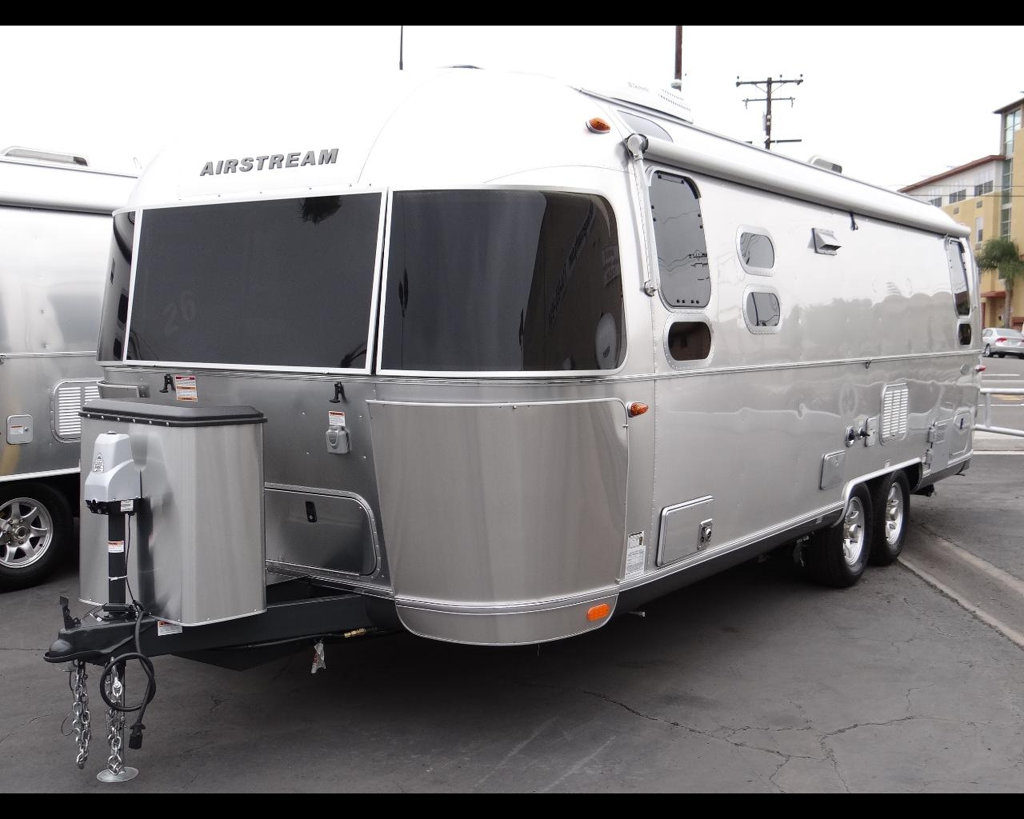 new-2016-airstream-flying_cloud_26u-11857-15043452-2-1024