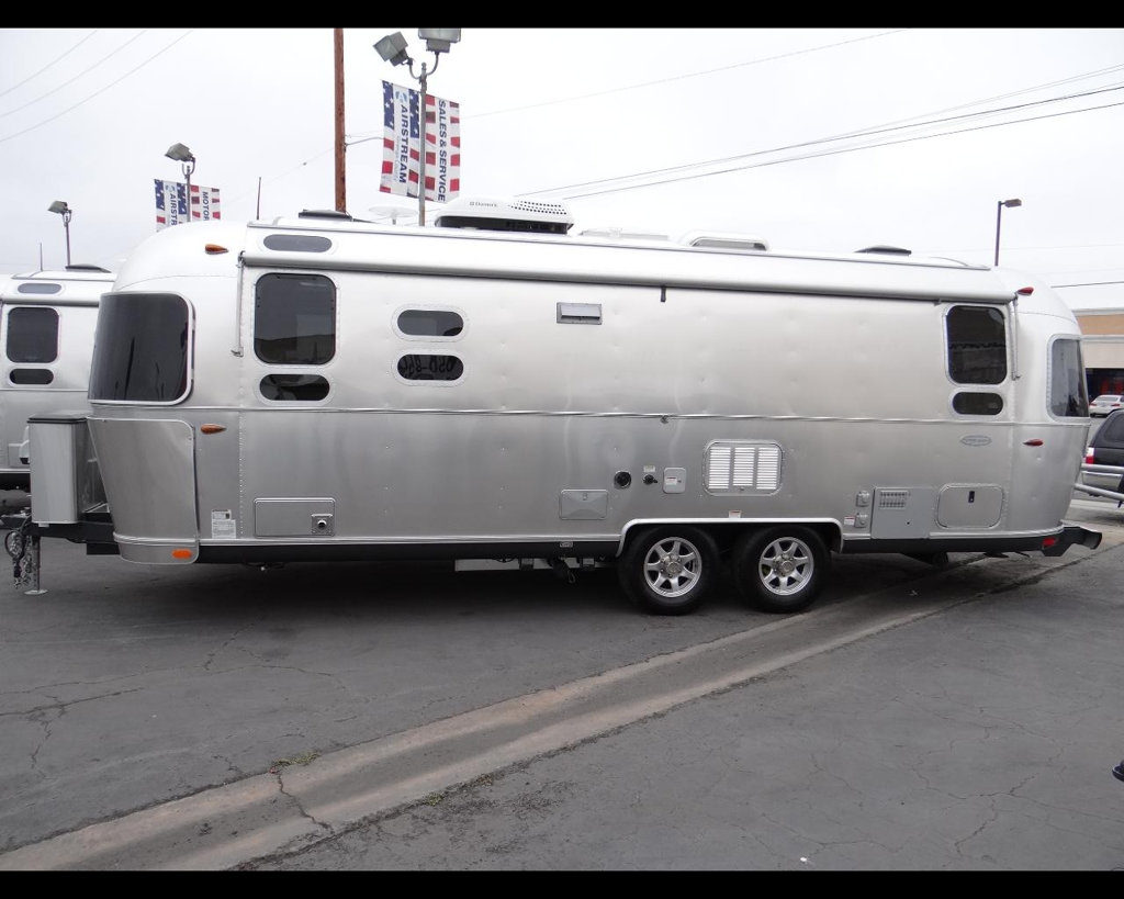new-2016-airstream-flying_cloud_26u-11857-15043452-3-1024