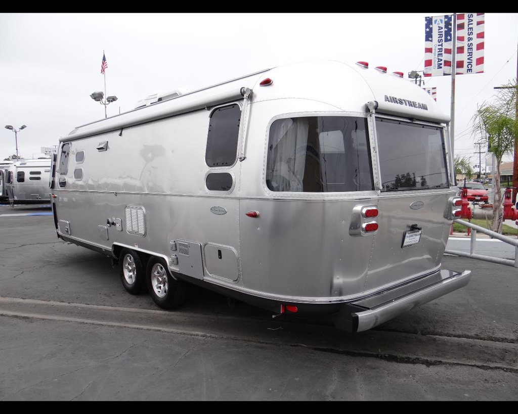 new-2016-airstream-flying_cloud_26u-11857-15043452-4-1024