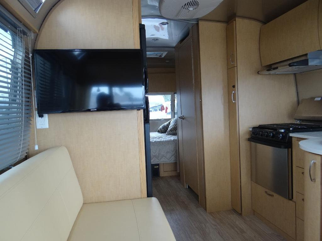 used-2014-airstream-25fb_flying_cloud_-_ave_ave_ave-11857-15753029-11-1024