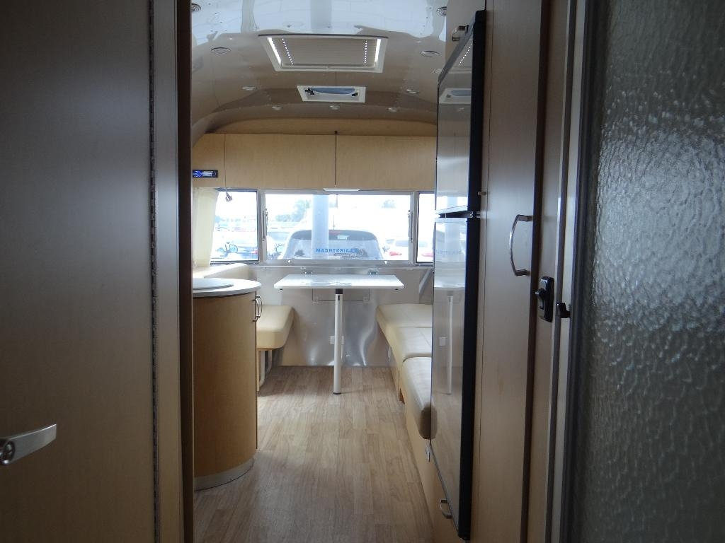 used-2014-airstream-25fb_flying_cloud_-_ave_ave_ave-11857-15753029-18-1024