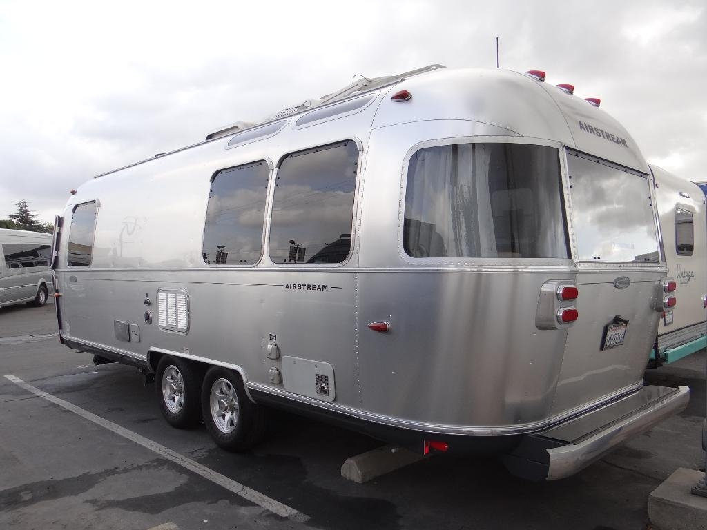 used-2014-airstream-25fb_flying_cloud_-_ave_ave_ave-11857-15753029-3-1024