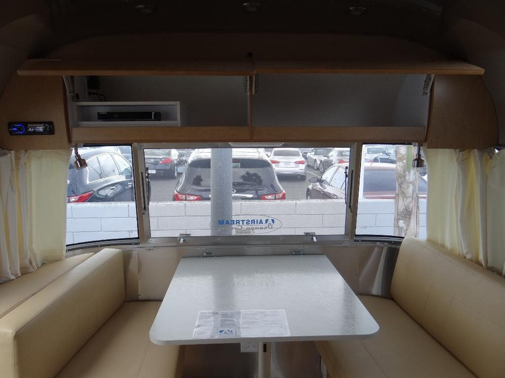used-2014-airstream-25fb_flying_cloud_-_ave_ave_ave-11857-15753029-47-1024